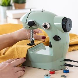 INNOVAGOODS - Máquina de Costura Mini InnovaGoods 6 V 800 mA Verde